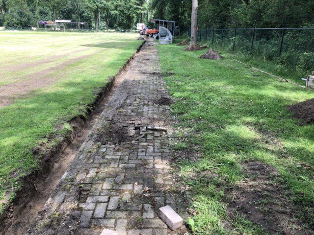 Nedabo B.V. - Het verwijderen van verharding en aanbrengen van betonplaten.