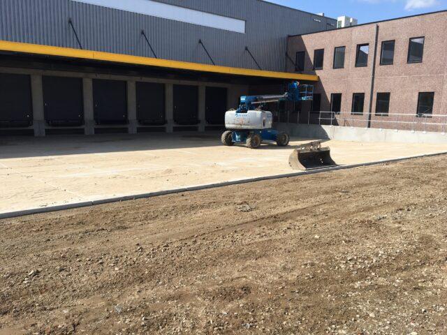 Nedabo B.V. - Het aanbrengen van betonplaten in Laaddok